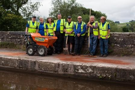 Towpath Taskforce volunteers on the Monmouth & Brecon Canal  (Canal & River Trust)