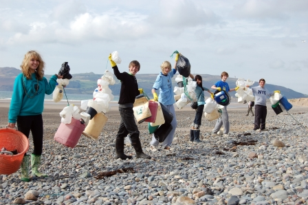 Join hundreds of people for the Great British Beach Clean this  September! (Jackie Clark)