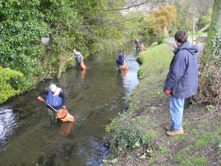Task volunteers clearing litter along the River Dour (Paul Sampson, WCCP)