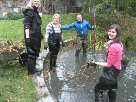 Clearing out the pond at Gallywell (TCV)