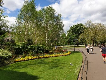 path through a park with walkers and runners Credit: Landscape Institute