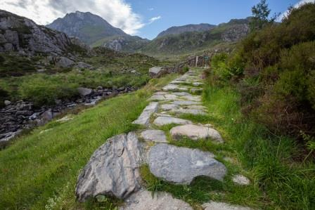 Cwm Idwal path looking towards the mountains (Ben Porter Photography)