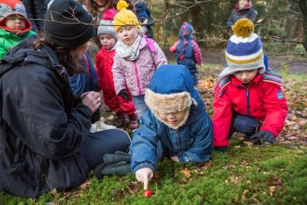 An outdoor toddler and pre-school group 'Box Hill Bugs' ©National Trust Images/James Dobson