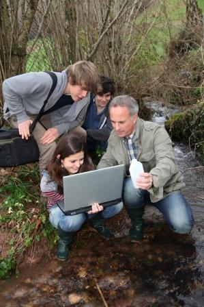 Apprentice students being taught about the river habitat (Shutterstock)