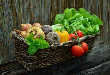 basket of vegetables Image by congerdesign from Pixabay