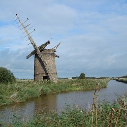 disused windmill on the edge of a Norfolk Broad (image: Arthur ASCII / pixabay)