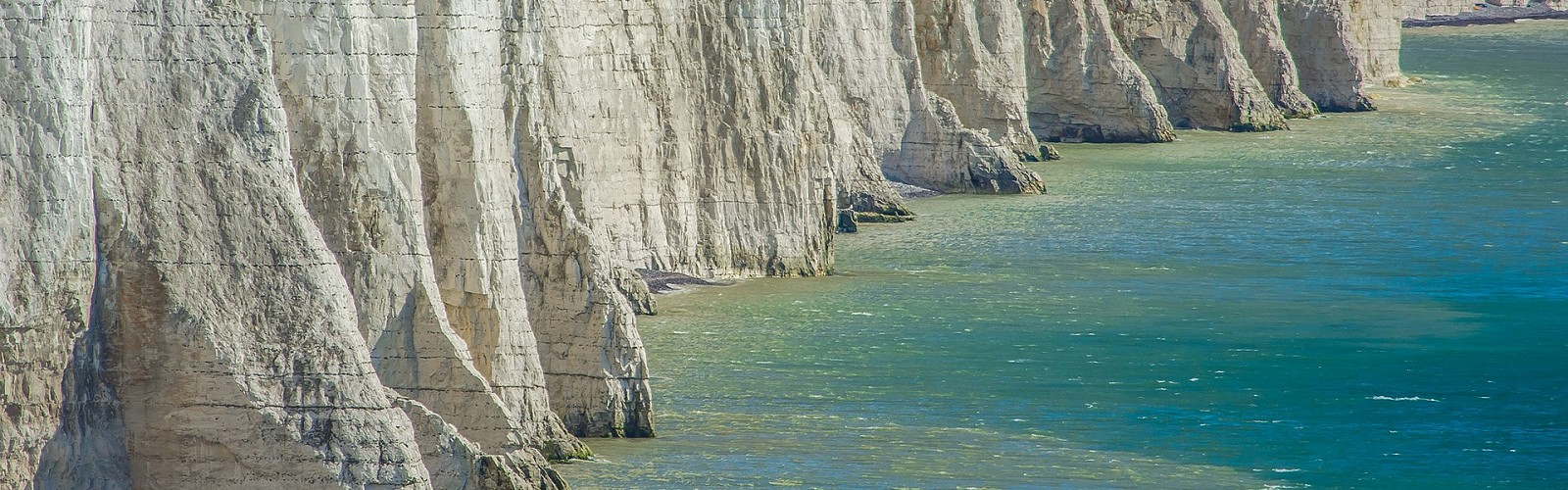 foot of the Seven Sisters cliffs (image: pixabay)