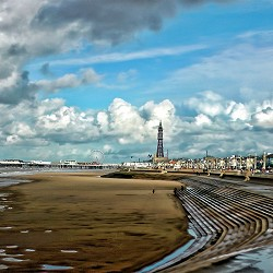 promenade at Blackpool, Golden Mile to Tower 9image: Steven Lodice / pixabay)