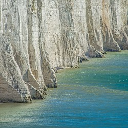 foot of the cliffs at Seven Sisters (image: pixabay)