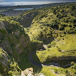 looking down to the road at the bottom of Cheddar Gorge (image: Ian kelsall / Pixabay)